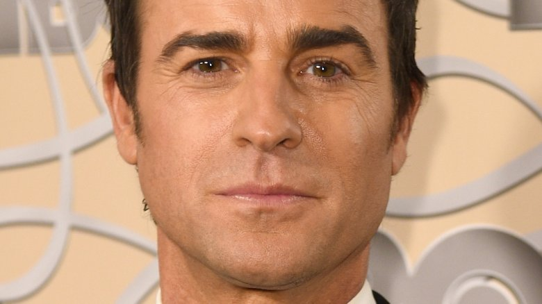 justin theroux joins jonah hill emma stone in netflix s