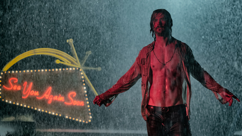 Chris Hemsworth as Billy Lee shirtless in rain