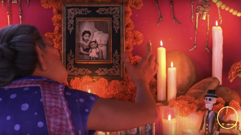 Isnt Lost In Coco But We Guarantee This Next Easter Egg Slipped Under Your Radar Theres Another Nemo Figure Hidden On The Rivera Familys Ofrenda