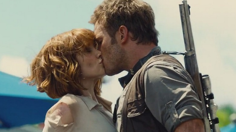 Chris Pratt kissing Bryce Dallas Howard in Jurassic World