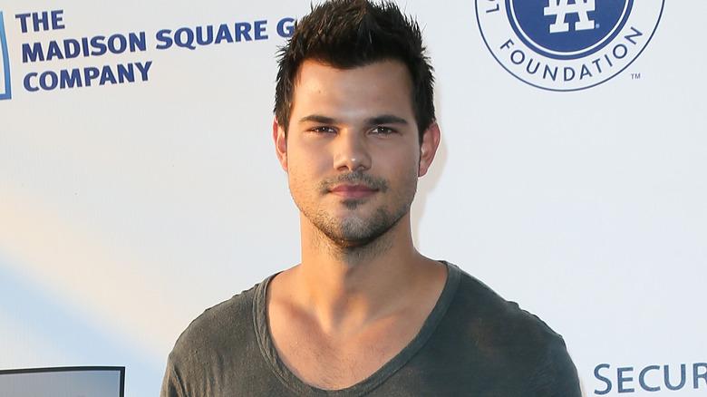 Taylor Lautner gray t-shirt