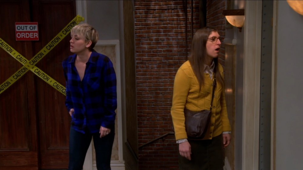 Kaley Cuoco and Mayim Bialik on The Big Bang Theory
