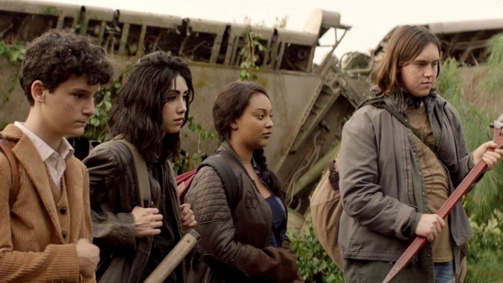 Nicolas Cantu, Alexa Mansour, Aliyah Royale, and Hal Cumpston in the Walking Dead: World Beyond