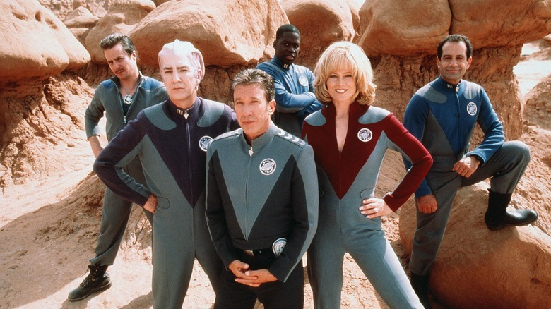 Cast of Galaxy Quest posing for photo