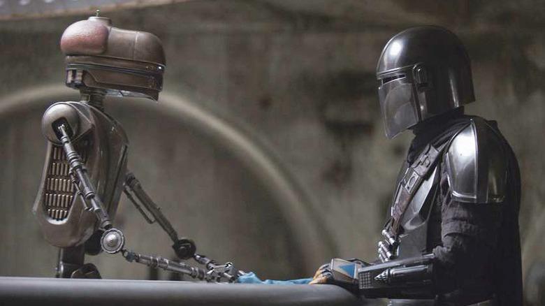 Mando talking to a familiar droid in a familiar bar