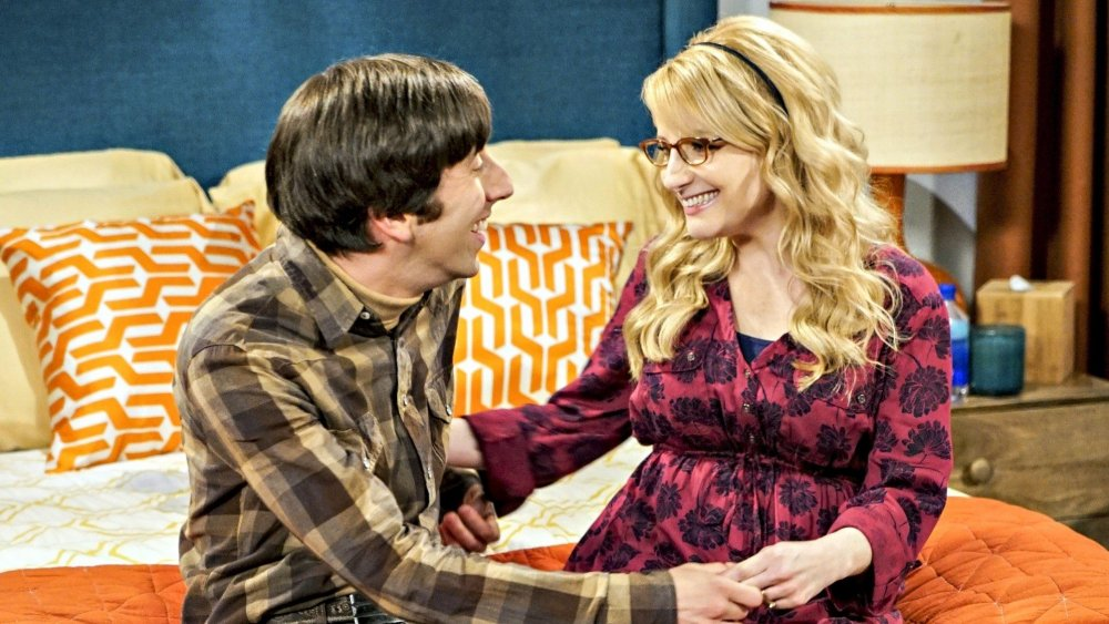 Simon Helberg and Melissa Rauch as Howard and Bernadette on The Big Bang Theory