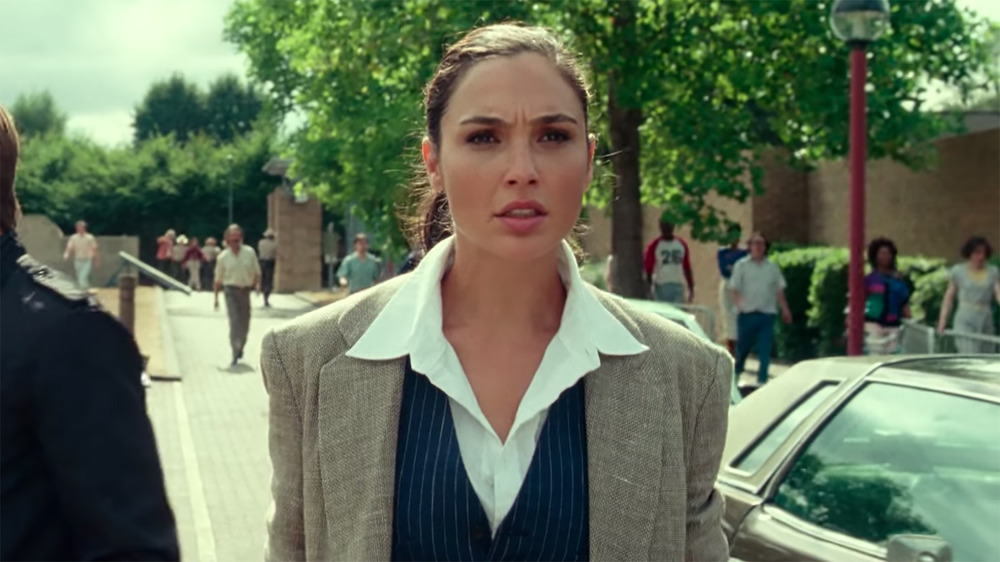 Gal Gadot looking concerned in Wonder Woman 1984