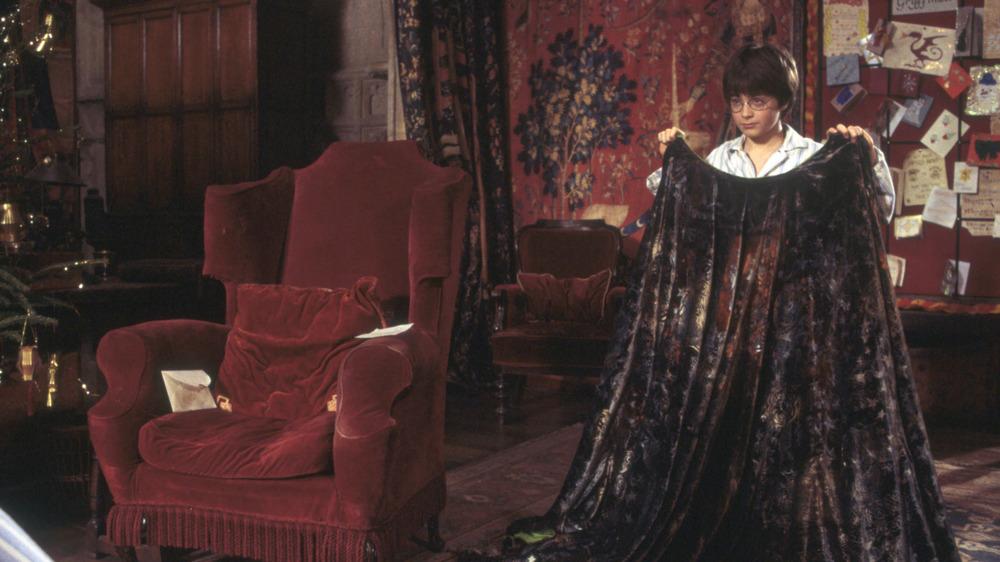 Daniel Radcliffe surprised Invisibility Cloak Harry Potter