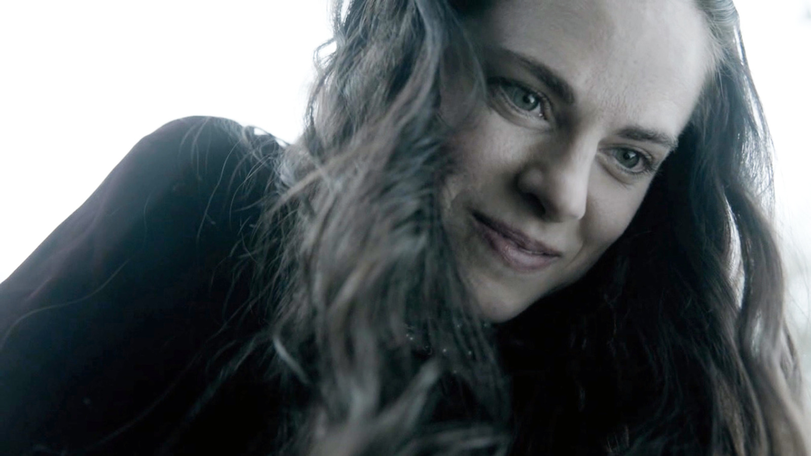 The real reason Vikings cut this important love scene - Looper