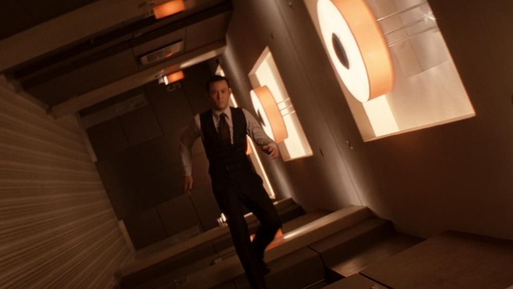 Josph Gordon-Levitt walking on walls in Inception