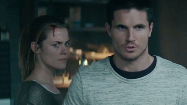 Rachael Taylor and Robbie Amell