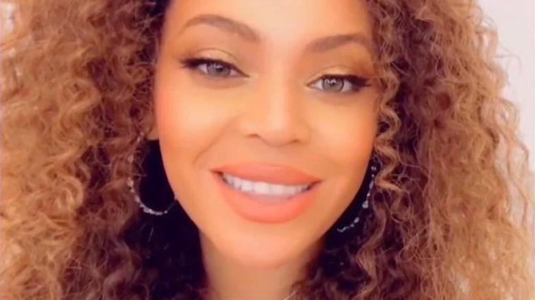 Beyoncé performing on ABC's Disney Family Singalong