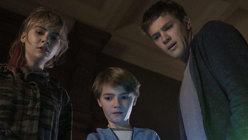 Emilia Jonesas Kinsey Locke, Jackson Robert Scottas Bode Locke, and Connor Jessupas Tyler Locke