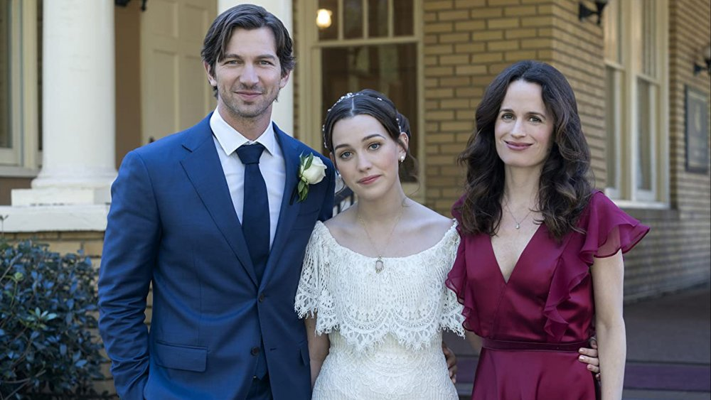 Michiel Huisman, Elizabeth Reaser, and Victoria Pedretti in The Haunting of Hill House
