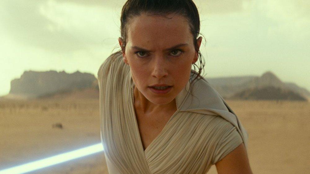 Rey Rise of Skywalker lightsaber