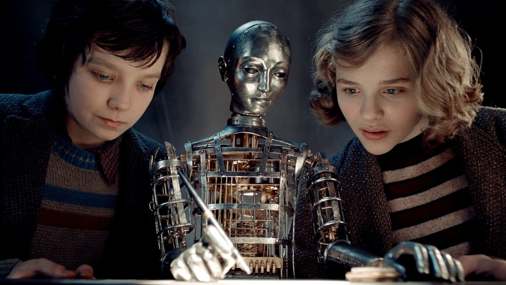Asa Butterfield and Chlöe Grace Moretz with automaton