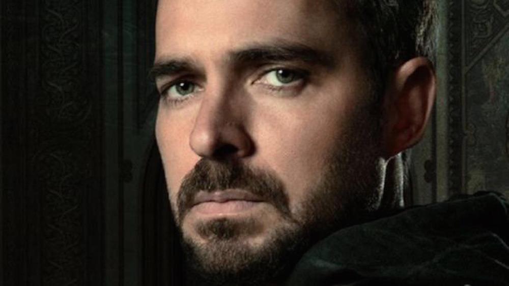 Manolo Cardona as Alex