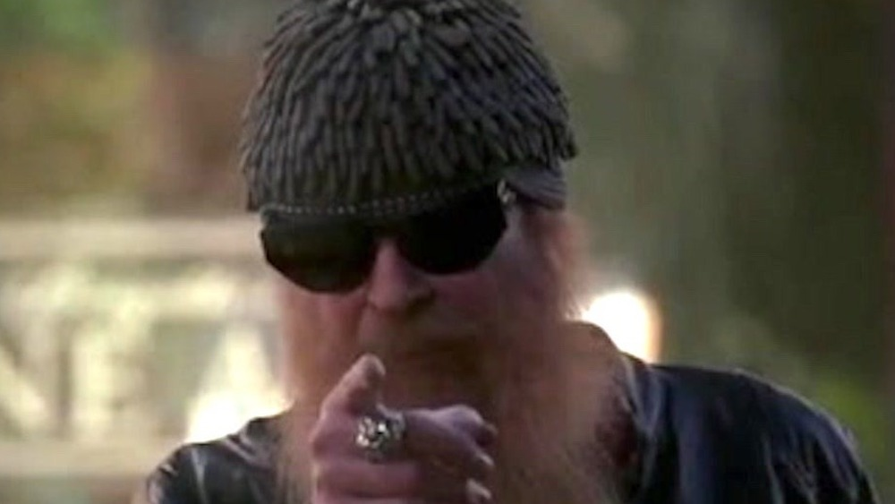 Billy Gibbons pointing on Bones