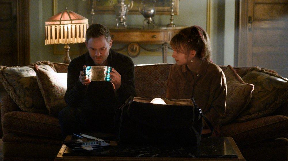 Aaron Ashmore and Emilia Jones as Duncan and Kinsey Locke on Locke & Key