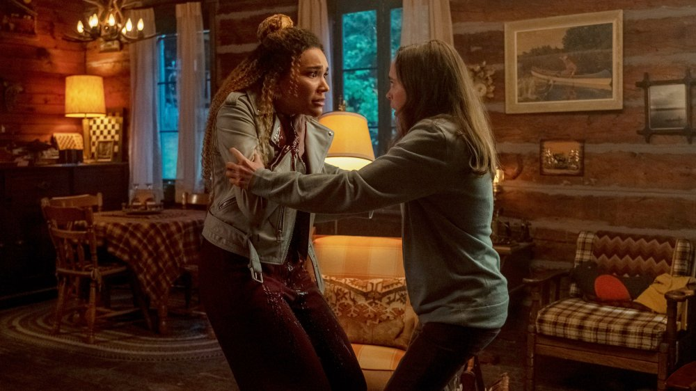 Allison and Vanya in the cabin on The Umbrella Academy