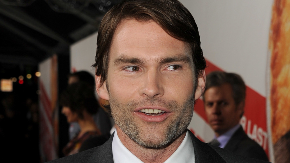 Seann William Scott being interviewed on a red carpet