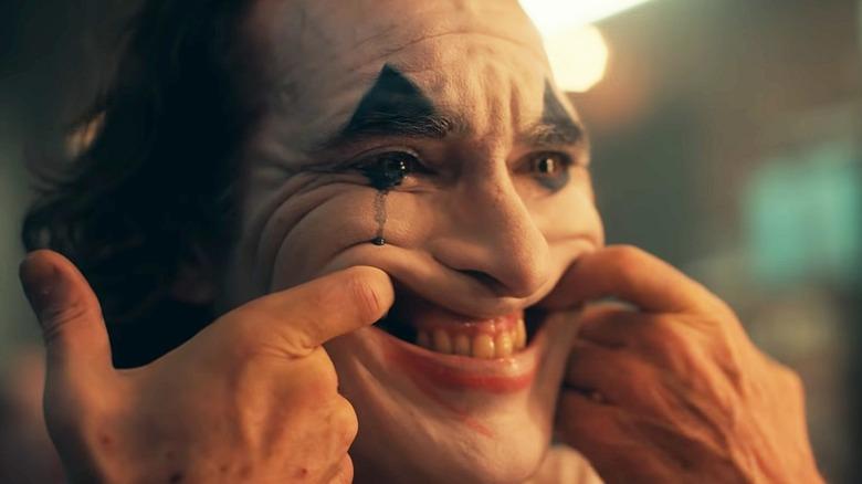 Joaquin Phoenix Joker smile in the mirror