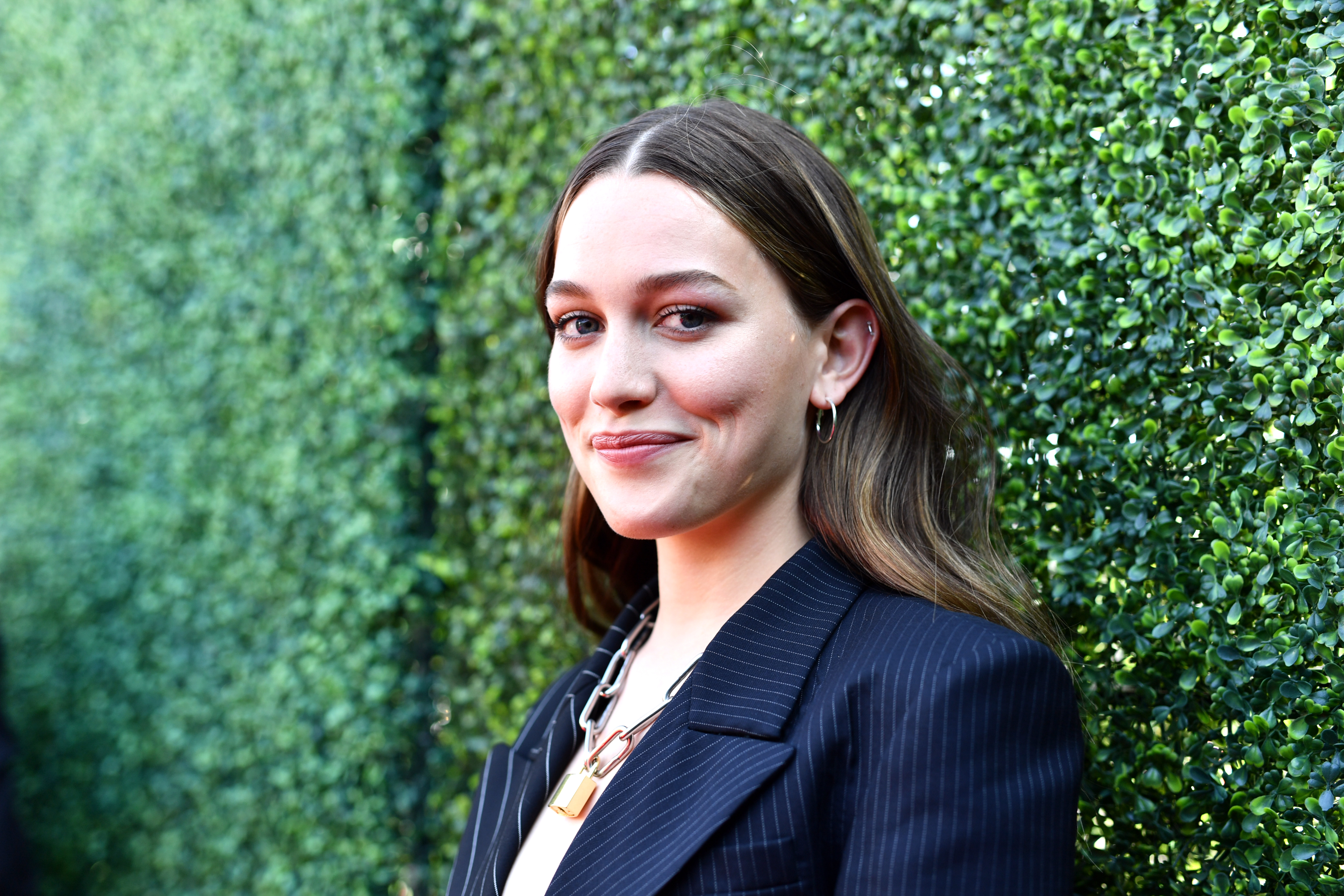Hill House S Victoria Pedretti Returning For Bly Manor